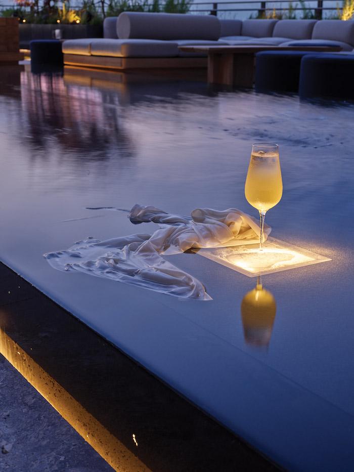 drink in pool
