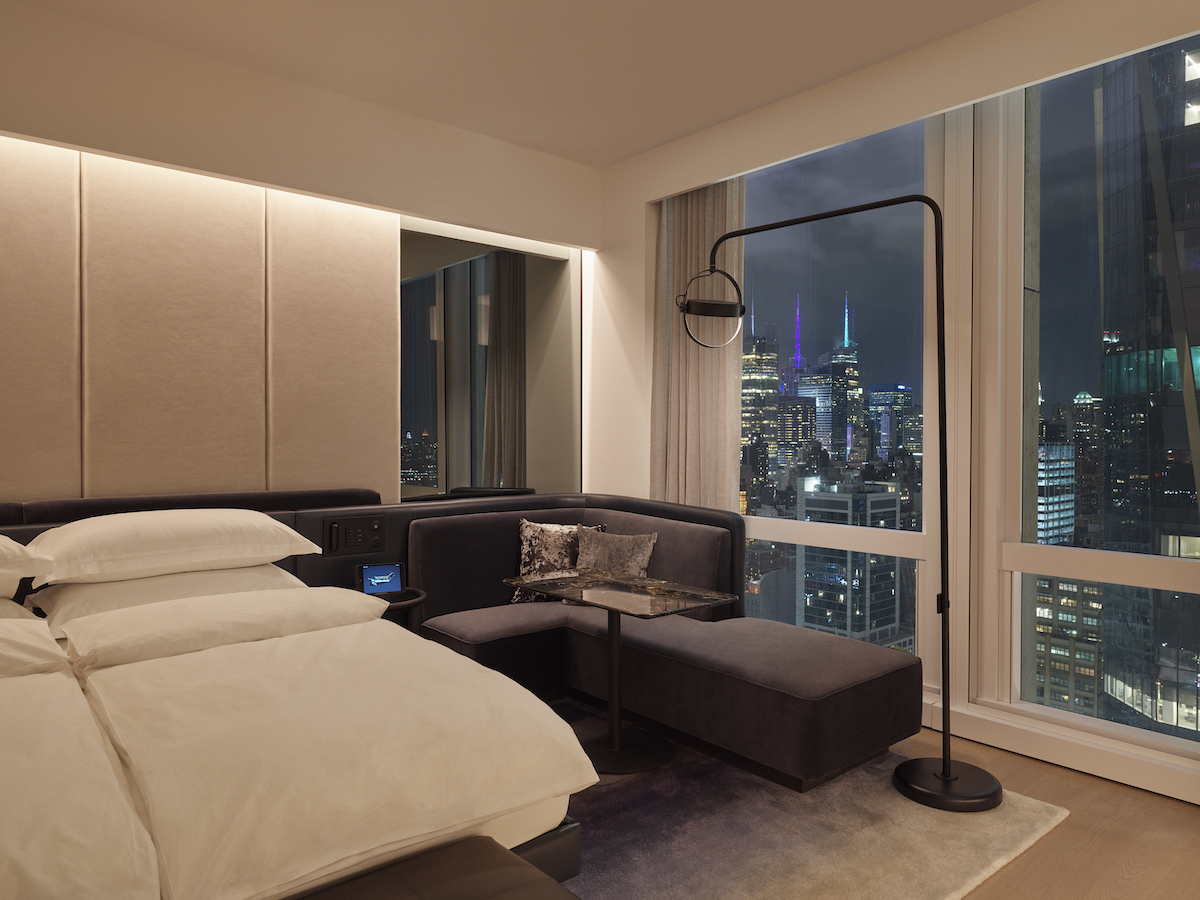 <deluxe king room city view