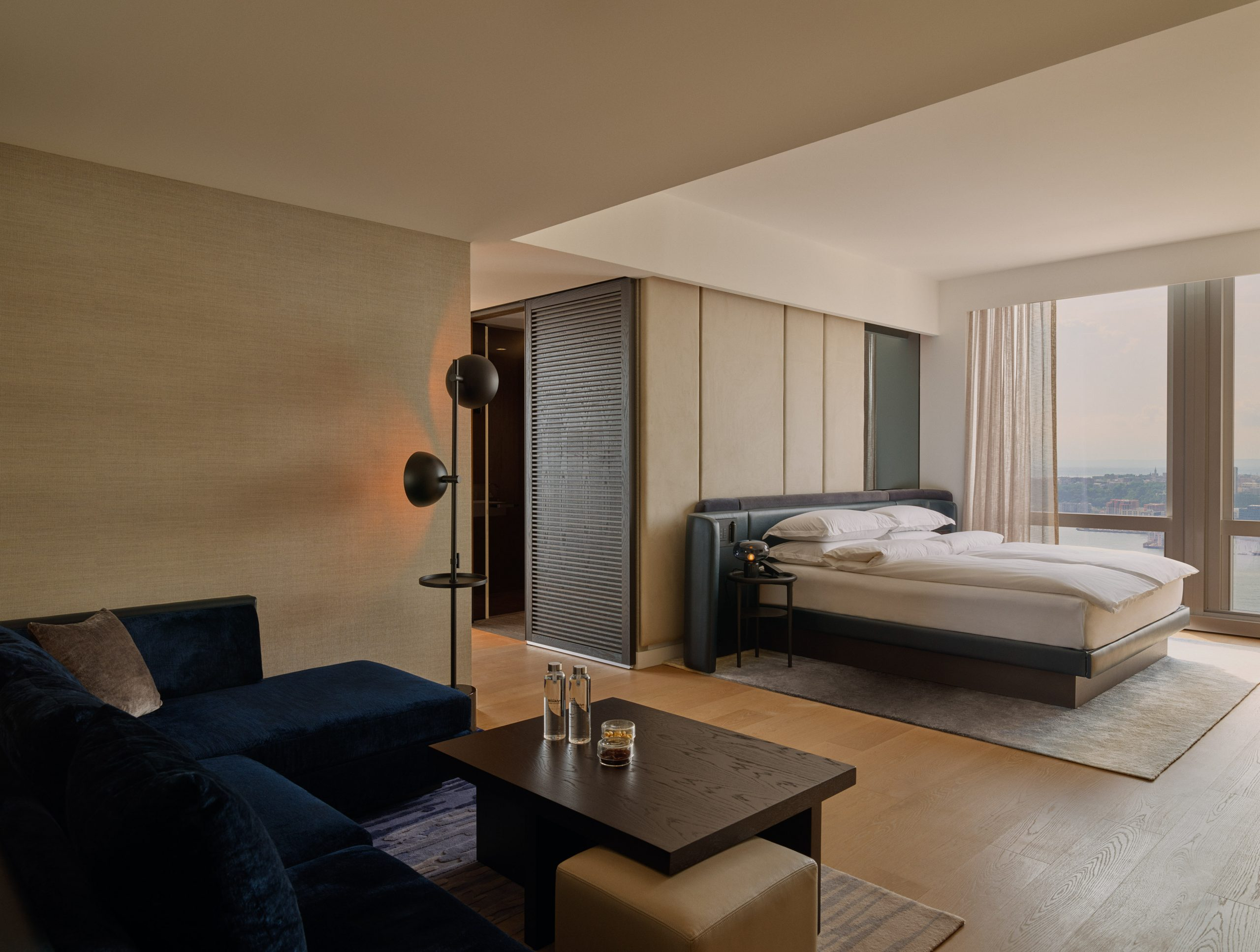 deluxejrsuiteriver-bedroom-mfrzd-scaled