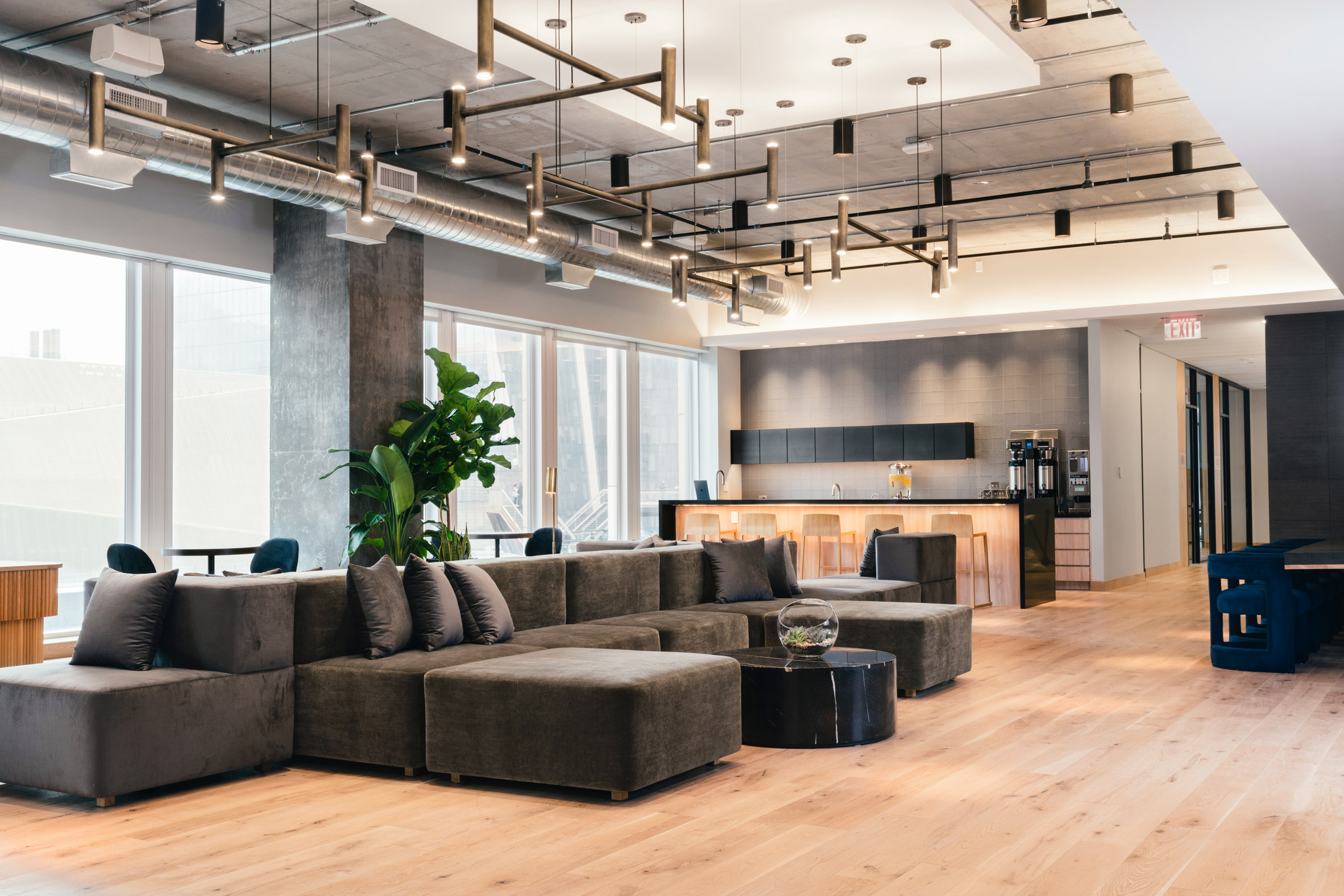 <industrious co working equinox hudson yards new york lounge and kitchenette