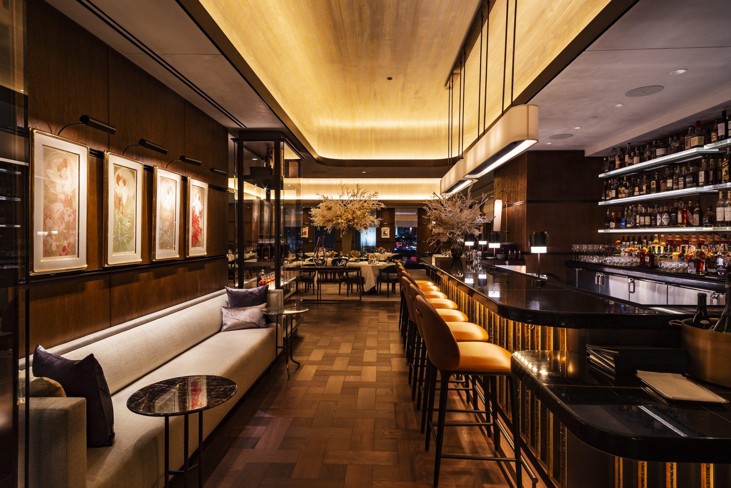 <bar and dining room at the tavern at ws new york