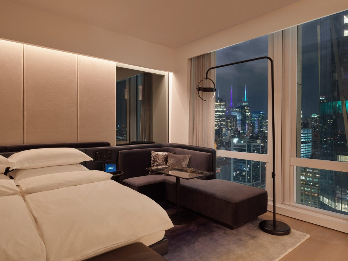 deluxe king city room
