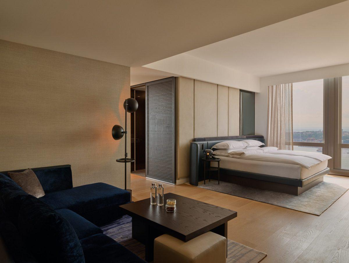 deluxe junior river suite